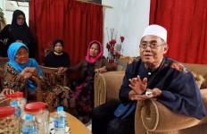 Makam Jawara Betawi di Jalan Umum, Muncul Perdebatan di Internal Keluarga - JPNN.com