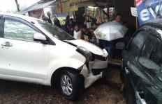 Fortuner Tabrak Dua Mobil di Sukabumi - JPNN.com