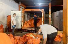 Bea Cukai Juanda Gagalkan Pengiriman Ratusan Ribu Rokok Ilegal via Pos - JPNN.com