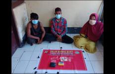Dua Pria dan Satu Wanita Tertangkap Basah Berbuat Terlarang di Rumah Mbak AM, nih Fotonya - JPNN.com