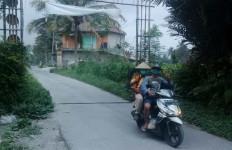 Merapi Meletus, Magelang Diguyur Hujan Abu, di Kecamatan Srumbung Agak Deras - JPNN.com