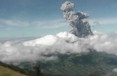 Gunung Merapi Meletus Dua Kali dalam 14 Menit - JPNN.com