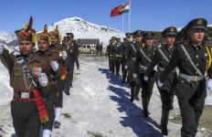 Kunjungi Lokasi Bentrokan dengan Tiongkok, PM Modi Klaim Militer India Perkasa di Darat hingga Luar Angkasa - JPNN.com