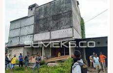 Dikepung Warga, Iyit Nekat Terjun dari Gedung 10 Meter - JPNN.com