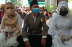 Jomblo Mohon Bersabar, Lihat Pria di Lombok Ini Menikahi Dua Perempuan Sekaligus - JPNN.com