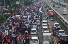 Demo di Depan Gedung DPR, Transjakarta Alihkan Rute Perjalanan - JPNN.com