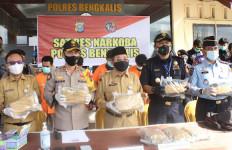 Sinergi Bea Cukai dan Polisi Amankan Belasan Kilogram Narkotika - JPNN.com