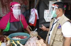 Keren! Relawan Gugus Tugas Covid-19 Gelar Bakti Sosial di Pasar Tebet - JPNN.com