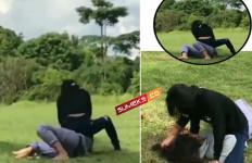 Viral Dua Cewek Berkelahi Gara-Gara Rebutan Cowok - JPNN.com