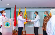 Kemenpora Menyerahkan Bantuan APD untuk RSGM Universitas Prof Dr Moestopo - JPNN.com