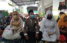Saat Situasi Masih Mencekam, Saepul Bahri Menikahi Mustiawati dan Hairani - JPNN.com