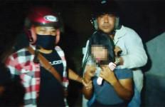 Terkepung, Sempat Melawan, Desi Tiba-Tiba Membuka Baju dan Celananya - JPNN.com