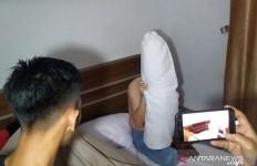 Pasangan Bukan Muhrim Digerebek Saat Asyik Berbuat Terlarang di Kamar Hotel - JPNN.com