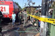 Lima Unit Asrama TNI Ludes Terbakar - JPNN.com