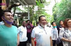 Bambang Soesatyo Berkunjung ke Rumah Raffi Ahmad, Wow Disambut Pakai Mobil Mewah - JPNN.com