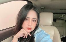 Dewi Perssik Sarankan Laki-laki yang Enggak Bekerja Pakai Rok Saja, Sindir Suaminya? - JPNN.com