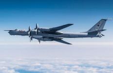Pesawat Pengintai Rusia Gagal Menembus Pertahanan Udara Amerika, Langsung Dicegat F-22 - JPNN.com