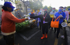 Dibonceng Motor, Wali Kota Risma Blusukan ke Kampung-kampung - JPNN.com