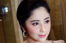 Sebegini Honor Dewi Perssik, Hingga Bisa Bangun Rumah Rp30 Miliar - JPNN.com