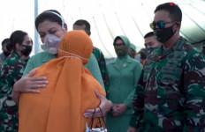 Jenderal Andika Serahkan Bantuan kepada Keluarga Korban Kecelakaan Heli Mi-17V5 - JPNN.com