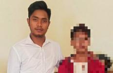 Tepergok Berbuat Terlarang di Kebun Sawit, Pemuda Ini Langsung Kabur Tinggalkan Sang Pacar - JPNN.com