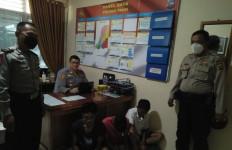 Rio, Yudi, Nof, Berbuat Dosa di Kantor Kelurahan, Terekam CCTV - JPNN.com