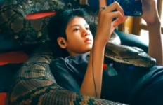 Hiii...Merinding Lihat Video Viral Remaja Main Gim Ditemani Ular Piton - JPNN.com