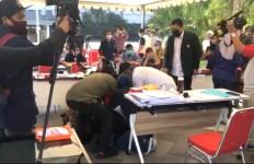 Tiba-tiba Bu Risma Bangkit dan Bersujud di Lantai Menghadap Dokter, Dua Kali - JPNN.com
