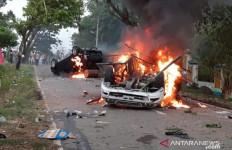 Warga Mengamuk Gegara BLT, Mobil Wakapolres Dibakar, Anggota TNI-Polri Diserang - JPNN.com