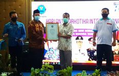 Hebat! Bea Cukai Batam Terima Penghargaan Dari BNN Kepulauan Riau - JPNN.com