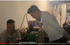 Pria Klaten Bersujud di Depan Baim Wong, Menangis, Mengharukan - JPNN.com