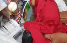 Bungkusan Plastik Merah Itu Bikin Penasaran, Lantas Dibuka, Tak Disangka Isinya Ternyata - JPNN.com