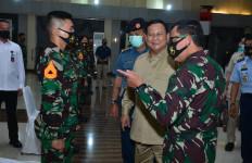 Lihat Nih, Ekspresi Pak Prabowo Saat Mendatangi Markas Akademi Angkatan Laut - JPNN.com