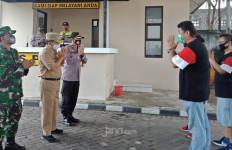 Camat dan Kapolsek Memuji Kampung Sehat Perumahan Budi Indah - JPNN.com