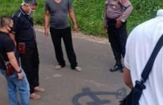 Gambar Palu Arit Mirip Logo PKI Muncul di Tengah Jalan, TNI Turun Tangan - JPNN.com