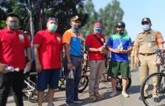 Pesepeda di BKT dapat Asupan Penambah Imun, Jooss.. - JPNN.com