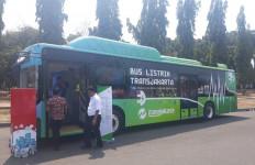 Mulai Hari ini Jam Operasional Uji Coba Bus Listrik Diperpanjang - JPNN.com