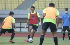 New Normal, Bek Timnas Indonesia U-16 Merasa Aneh Saat Latihan - JPNN.com