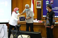 Alhamdulilah, Warga Jateng Dapat Bantuan 38.270 Paket Sembako dari Kemenparekraf - JPNN.com
