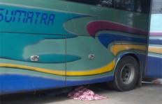 Kernet Bus ALS Periksa Ban Belakang, Sopir Tak Tahu, Mobil Maju, Oh Terjadilah - JPNN.com
