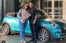 Baru 6 Bulan Pacaran, Bek Timnas Nurhidayat Belikan Sarah Mobil Mewah - JPNN.com