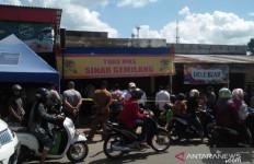 Detik-detik Kawanan Perampok Bersenpi Gasak Toko Emas di Siang Bolong - JPNN.com