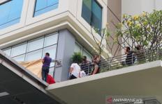 Detik-detik Wanita Tewas Terjatuh dari Lantai 13 Hotel di Jakarta Pusat - JPNN.com