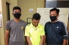 Apes, Sedang Menunggu Pelanggan di Pinggir Jalan, Ternyata yang Datang Malah Polisi - JPNN.com