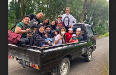 Lho Keluarga Anang Hermansyah dan Ashanty Kok Naik Pikap, Bukan Mobil Mewah - JPNN.com