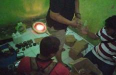 Rumah Kontrakan di Bogor Digerebek, 4 Orang Langsung Panik - JPNN.com