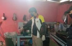 Guru PNS Ini Ditemukan Tewas dalam Ember di Kamar Mandi, Terbungkus Kain Seprai - JPNN.com