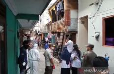 Satu Keluarga Positif Corona Tolak Dievakuasi, Terlibat Adu Mulut dengan Petugas - JPNN.com