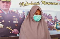 Bak Jambret Ulung, Nenek Ini Rampas Tas Korban dan Menghilang - JPNN.com