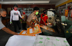 Ganjar tak Sengaja Lewat di Rumah Kemasan, Tak Menyangka Apa yang Dilihatnya - JPNN.com